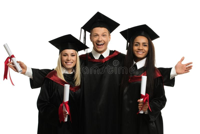 Mång- folkgrupp av graderade studenter arkivfoton