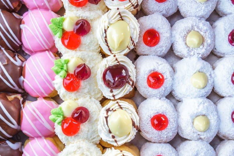 Mång- kulöra donuts royaltyfri foto