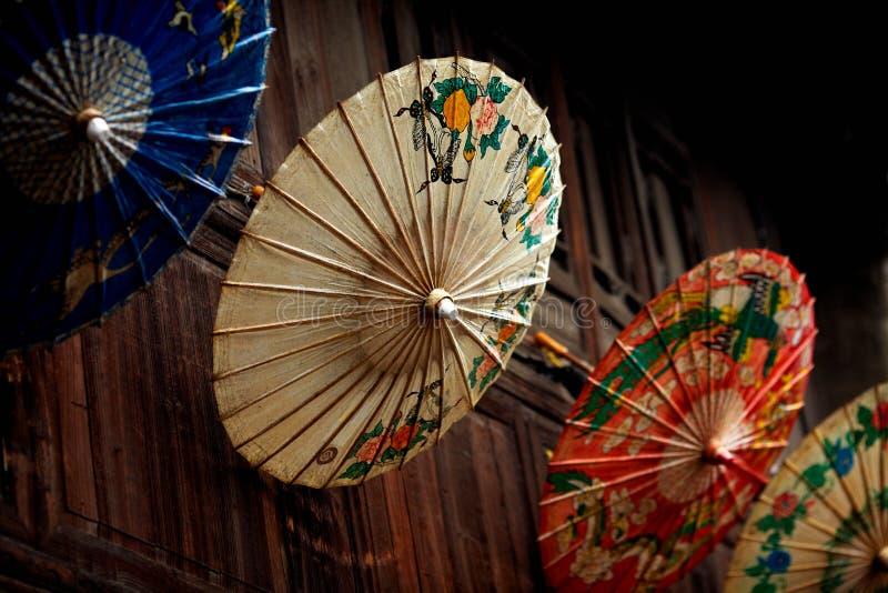 Mång- paraplyer för traditionell kines för färg arkivbild