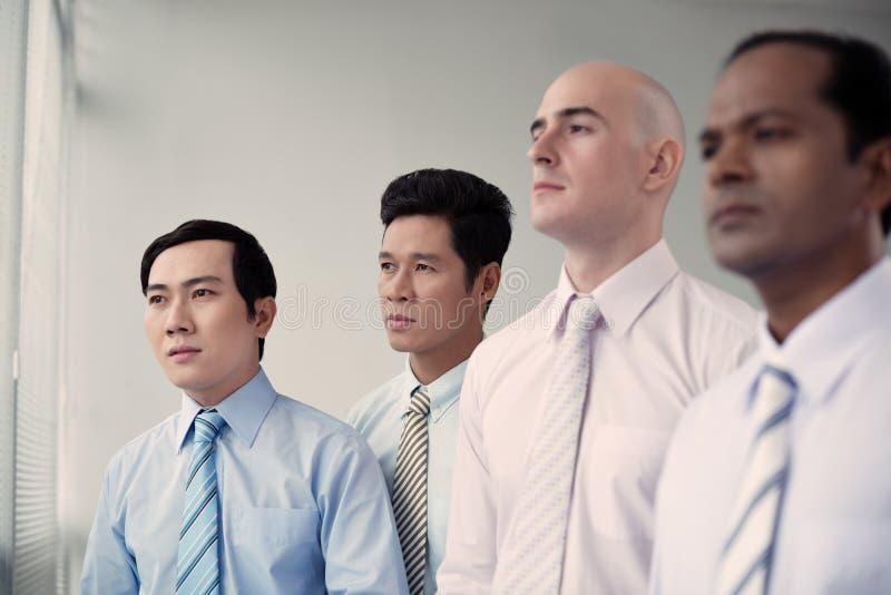 Mång--person som tillhör en etnisk minoritet grupp av affärsfolk royaltyfri foto