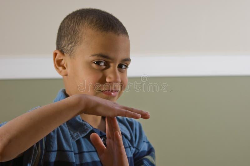 mång- ut ras- signaltid för pojke royaltyfri bild