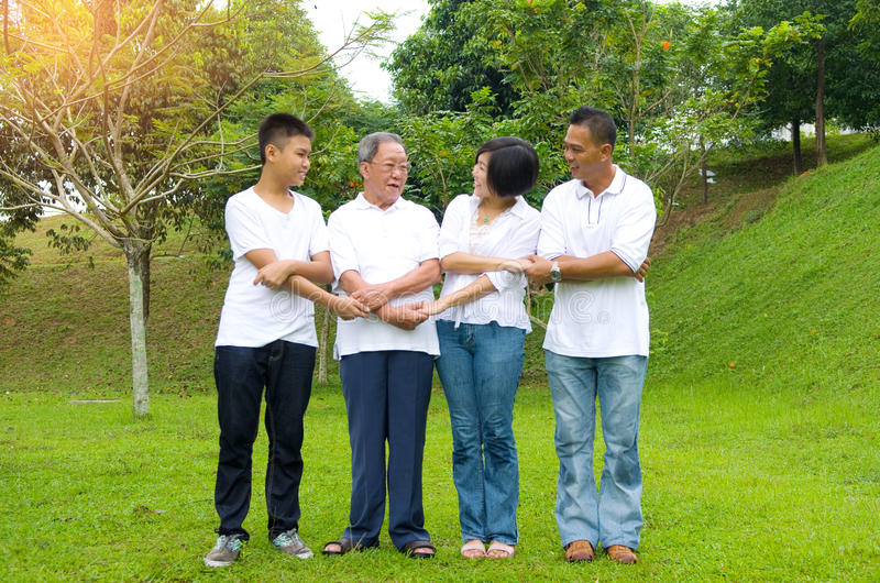 Mång--utveckling kinesfamilj arkivbild
