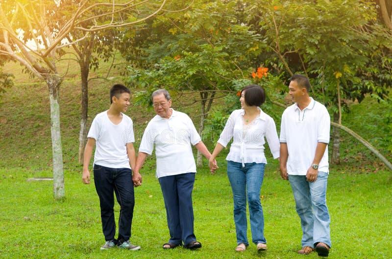 Mång--utveckling kinesfamilj arkivfoto