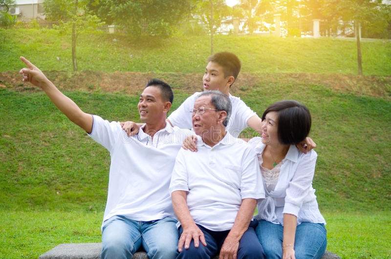 Mång--utveckling kinesfamilj royaltyfri bild