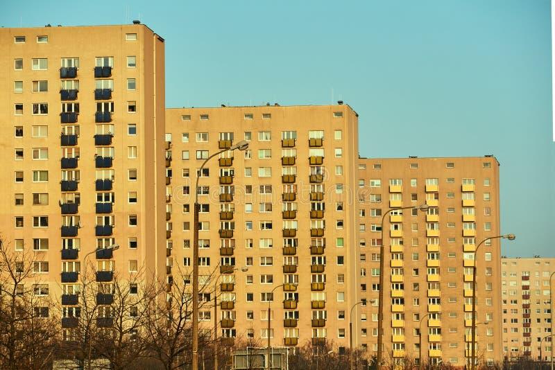 Mång--våning ett bostads- gods royaltyfri fotografi