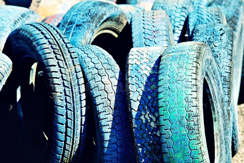 Många blåttgummihjul royaltyfria foton