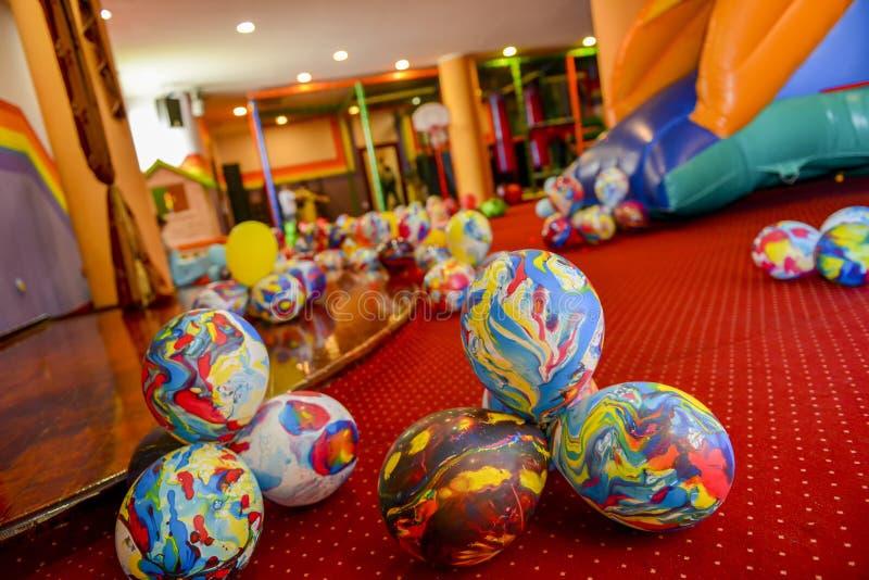 Många färgrika ballonger fotografering för bildbyråer