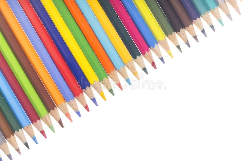 Många färgrika blyertspennor i en diagonal rad stock illustrationer
