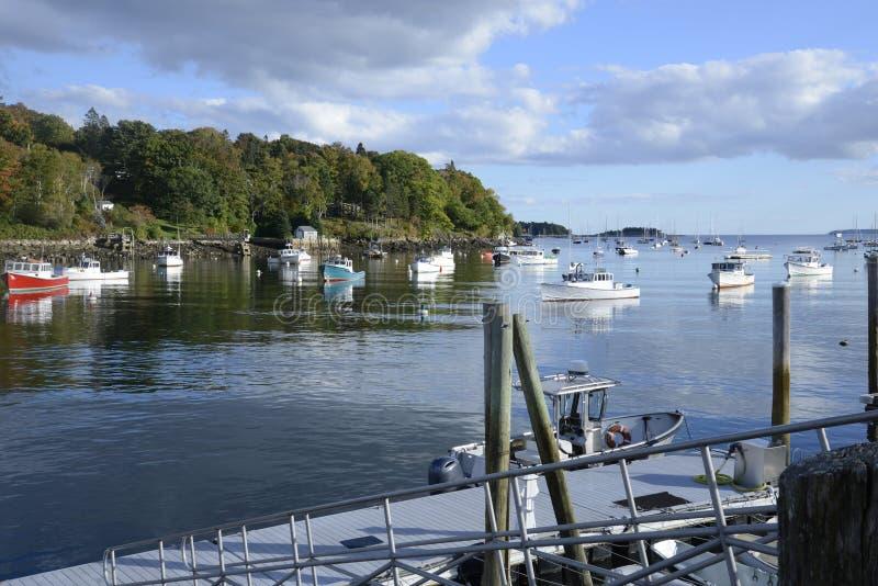 Många fartyg i Rockporten Marine Harbor royaltyfria bilder