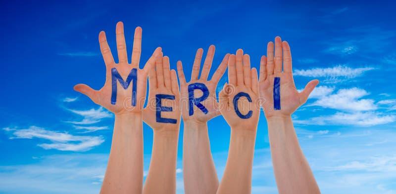 Många händer som bygger Merci hjälpmedel, tackar dig, blå himmel arkivbild
