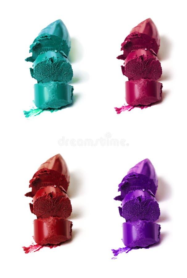 Många härliga livliga färgrika prövkopior av den olika coloen för läppstift fotografering för bildbyråer