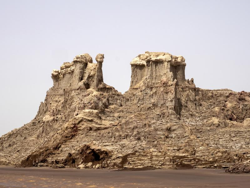 Många högt vaggar bildandelöneförhöjning i den Danakil fördjupningen ethiopia royaltyfria bilder
