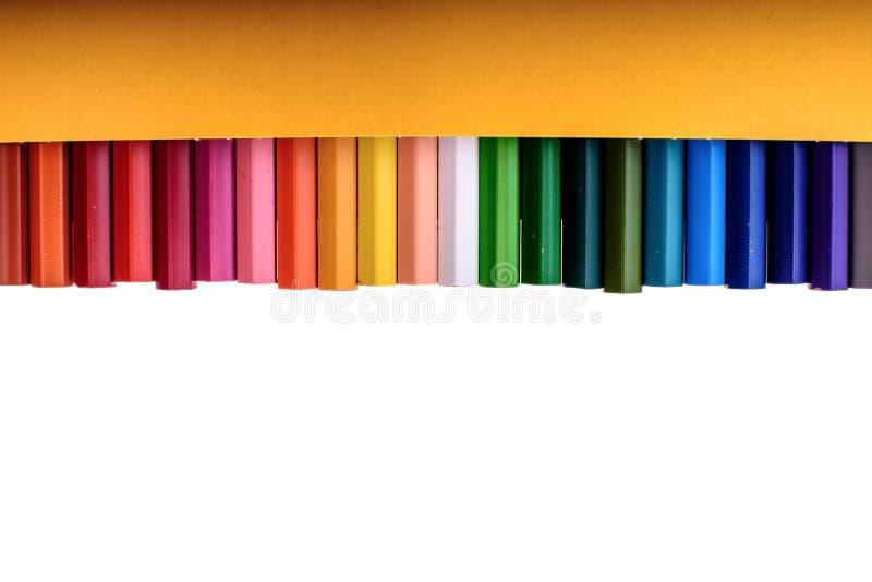 Många kulöra blyertspennor som isoleras på vit bakgrund, ställe för text fotografering för bildbyråer