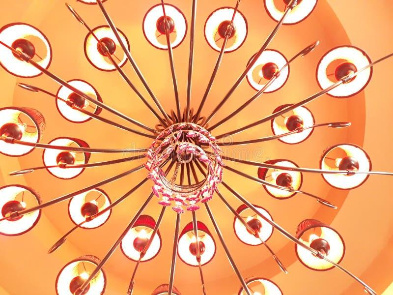 Många lampor hänger taket arkivbilder