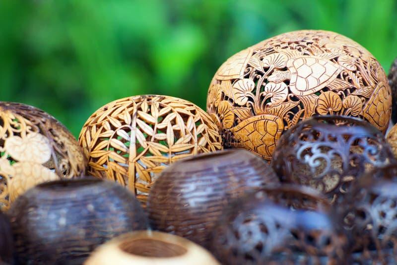 Många lampor som snidas från en kokospalm royaltyfri fotografi