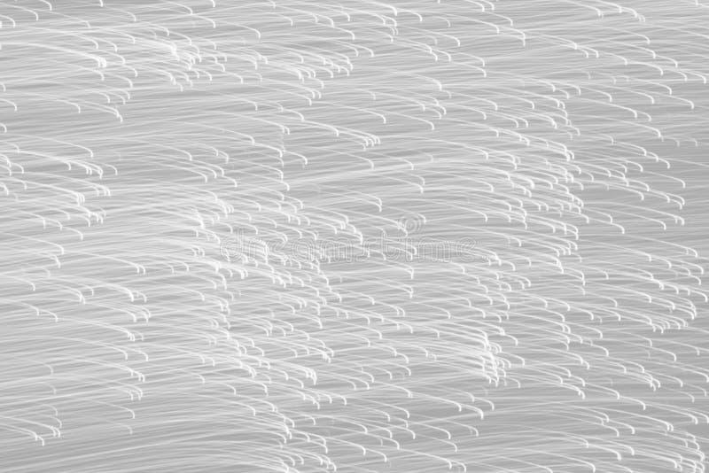 Många linjer av ljust rörande horisontal, i svartvit färg, monokrom stil arkivfoto