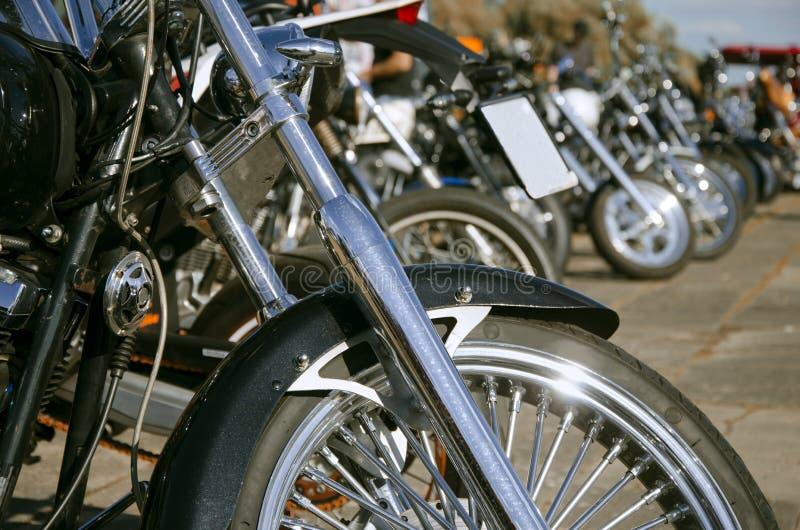 Många motorcyklar ställde upp royaltyfri bild