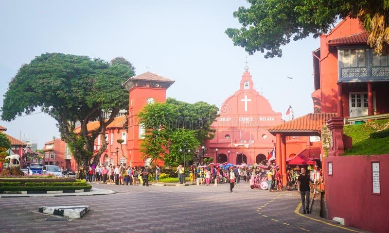 Många personer besöker holländarefyrkanten i Meleka, Malaysia royaltyfri fotografi