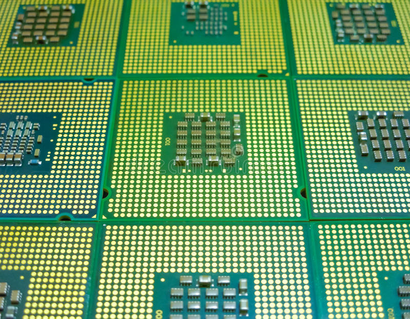 Många processorer med en mångfald av kontakter royaltyfri bild
