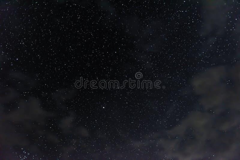 Många stjärnor i natthimlen royaltyfri fotografi