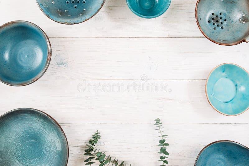 Många tomma keramiska plattor för turkos Lekmanna- lägenhet arkivfoto