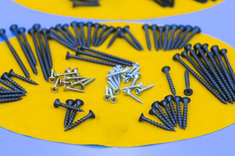Många typ av metallskruven för läxa eller industriellt royaltyfria foton