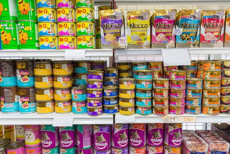 Många typer av älsklings- mat i älsklings- shoppar royaltyfri fotografi