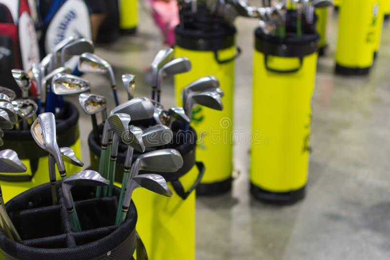 Många typer av golfklubben arkivbild