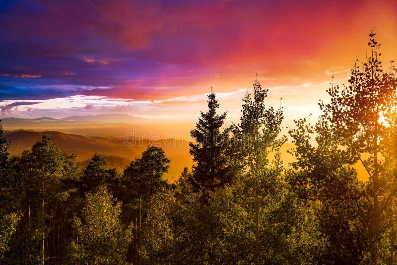 Mångfärgad solnedgång royaltyfri fotografi