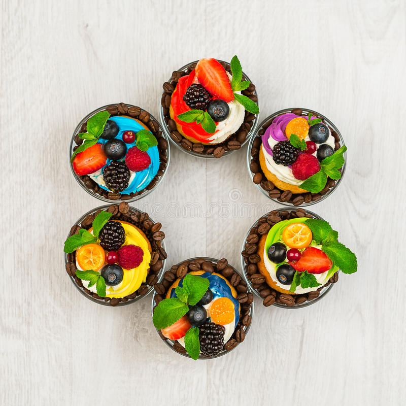Mångfärgade muffin arkivbild