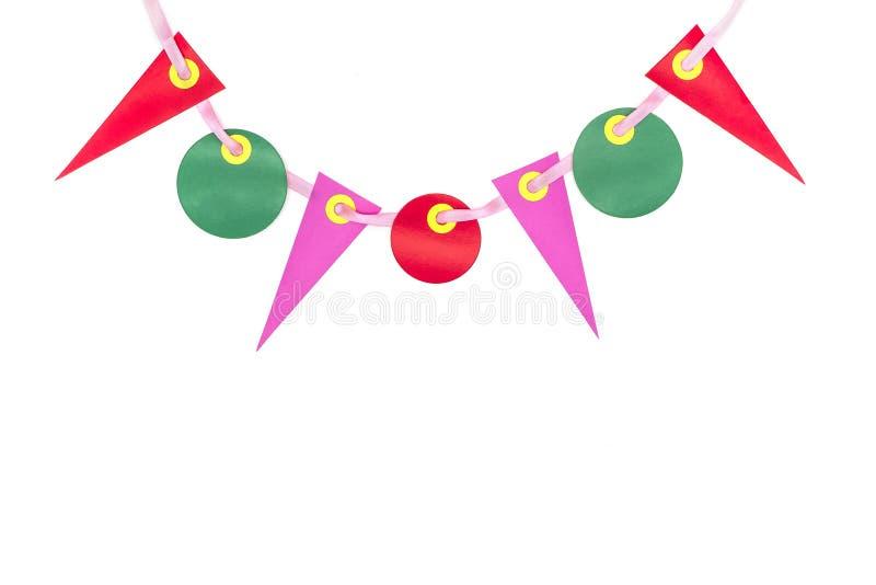 Mångfärgade partiflaggor av rött papper -, rosa grön färg som isoleras på vit bakgrund som dekoreras födelsedag, festivalbegrepp royaltyfri fotografi