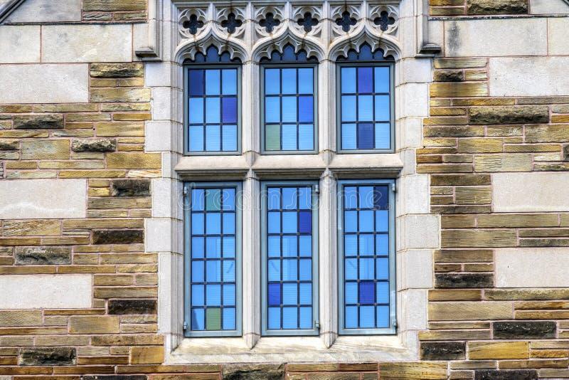 Mångfärgat fönster Yale University New Haven Connecticut arkivfoto