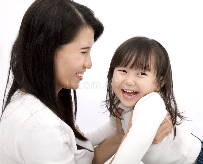 Mère asiatique et petite fille images libres de droits