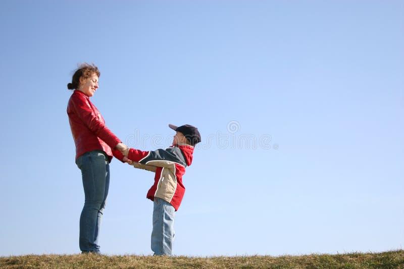 Download Mère avec l'enfant image stock. Image du bleu, drôle, garçon - 2143025