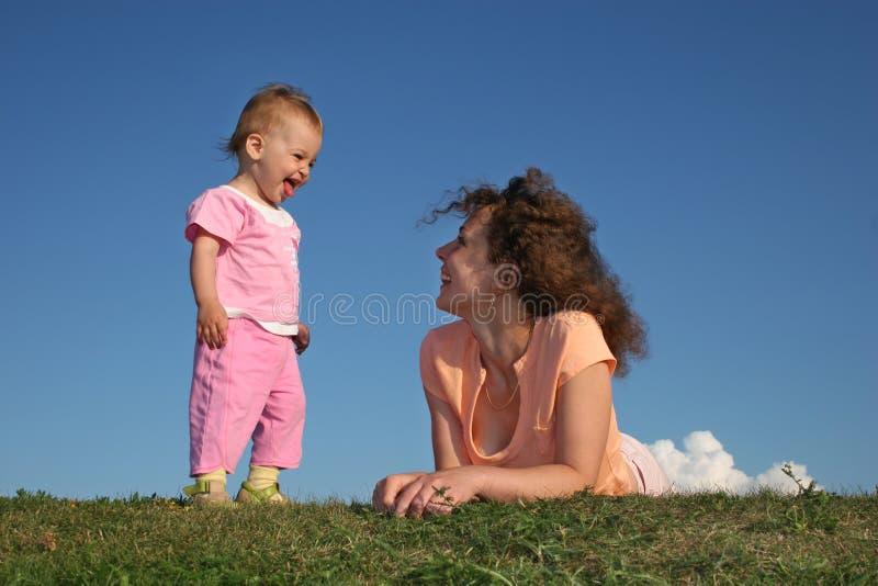 Mère avec la chéri images stock