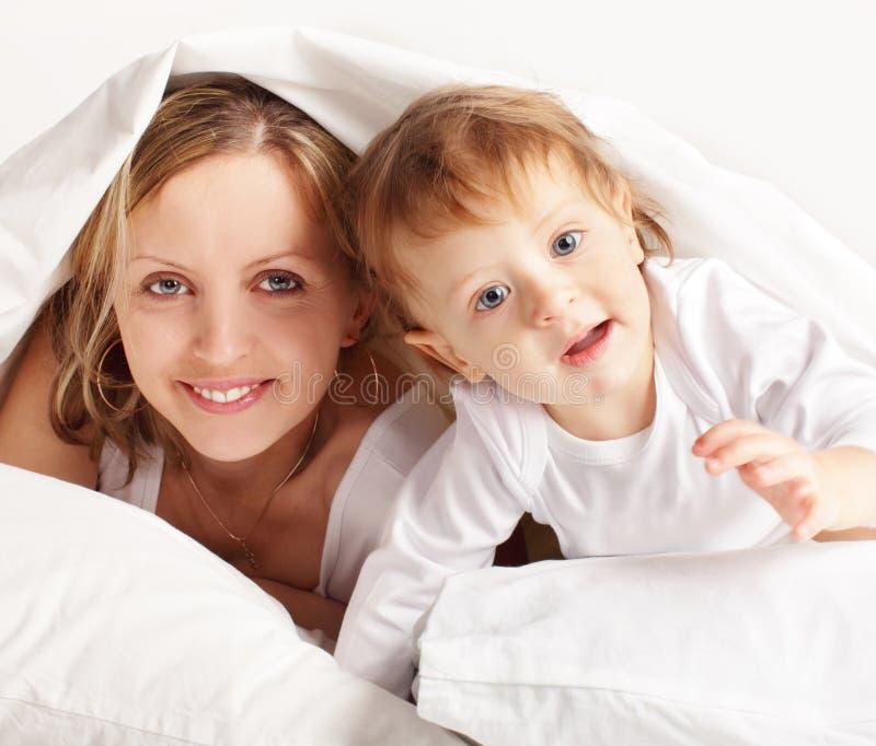 Mère avec la chéri photos stock