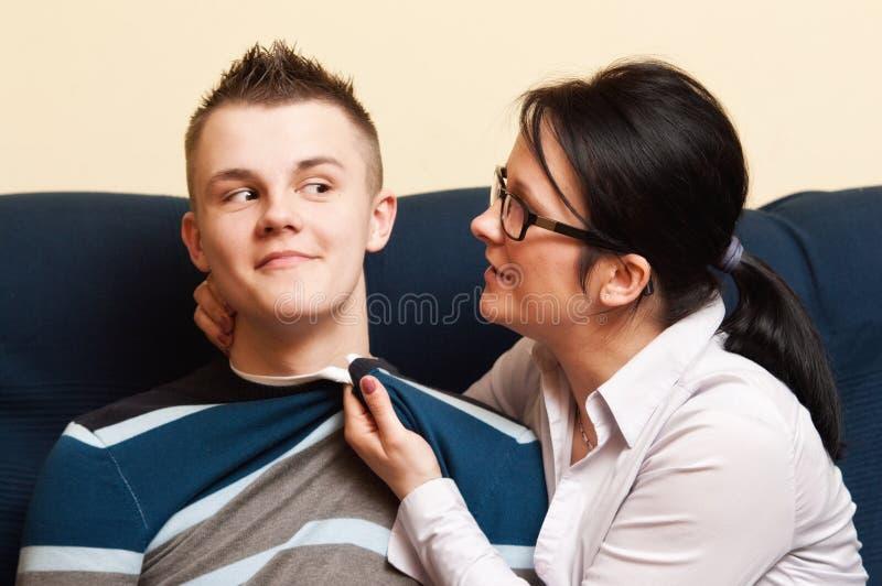 Mère avec le fils adolescent images stock