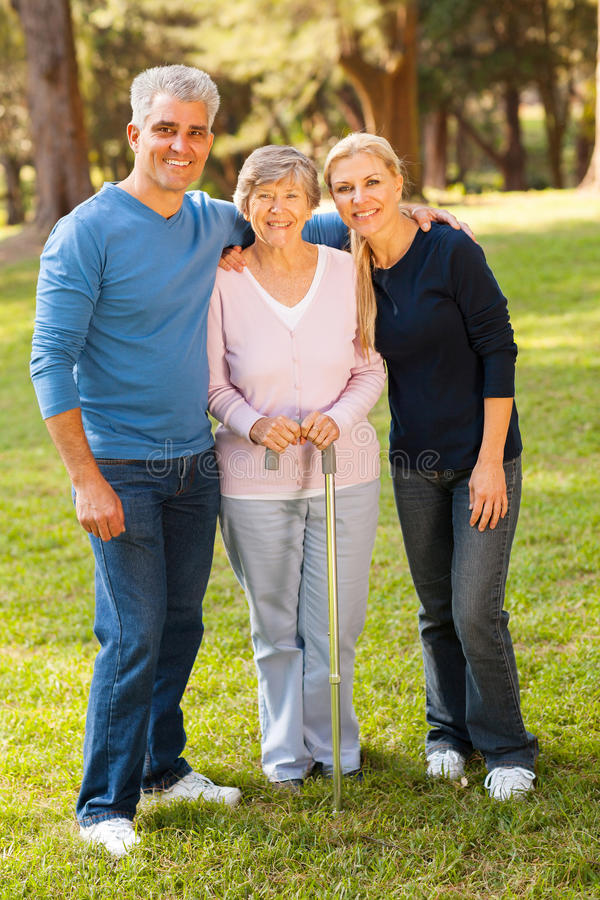 Mère de couples âgée par milieu photo stock