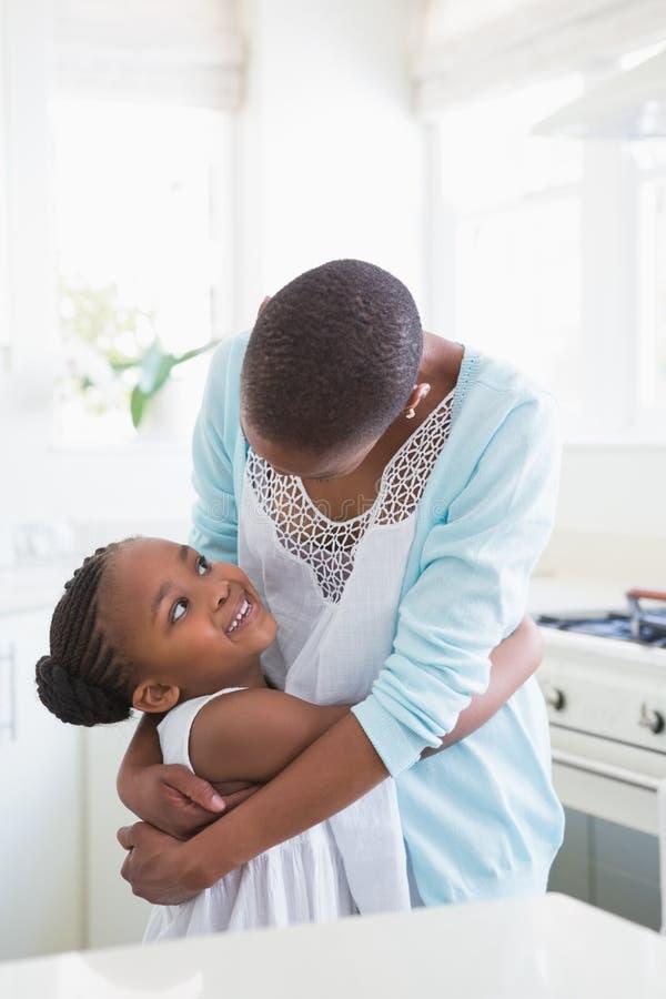 Download Mère De Sourire Avec Sa Fille Image stock - Image du femelle, amour: 56484477