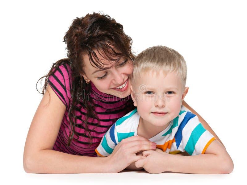 Mère de sourire et son fils photo libre de droits