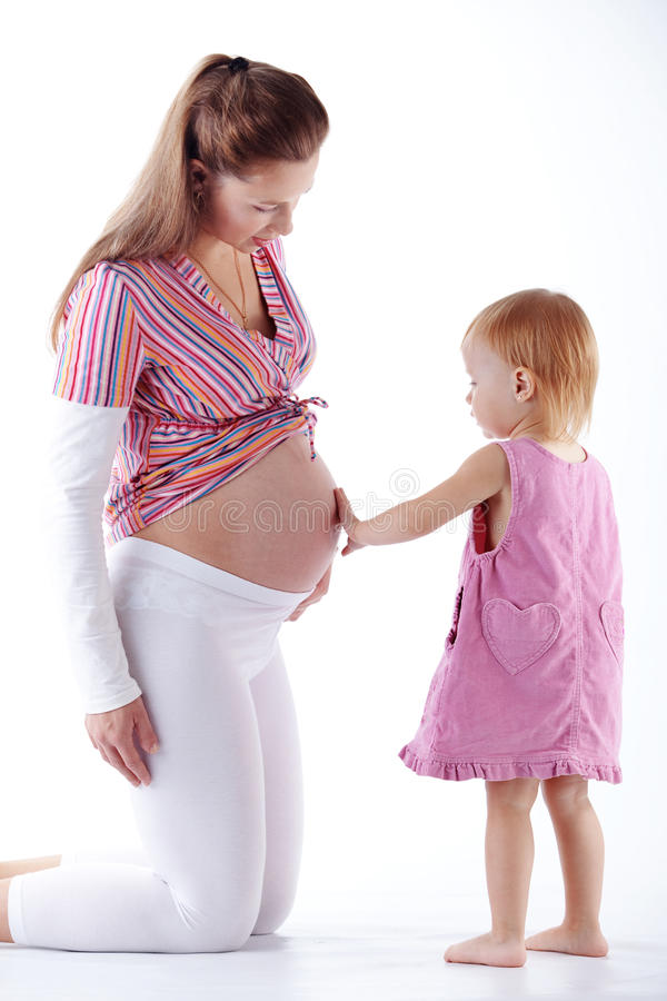 Mère enceinte avec son descendant images stock