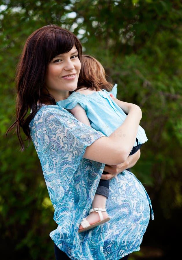 Mère enceinte heureuse image libre de droits