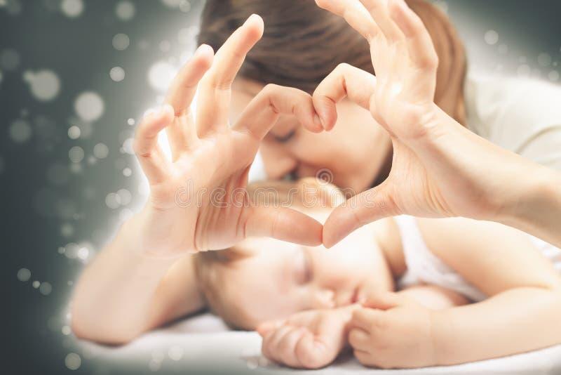 Mère et bébé heureux photos libres de droits