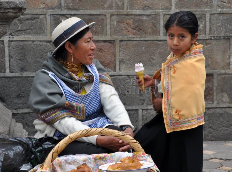 Mère et descendant d'Ecuadorian images libres de droits