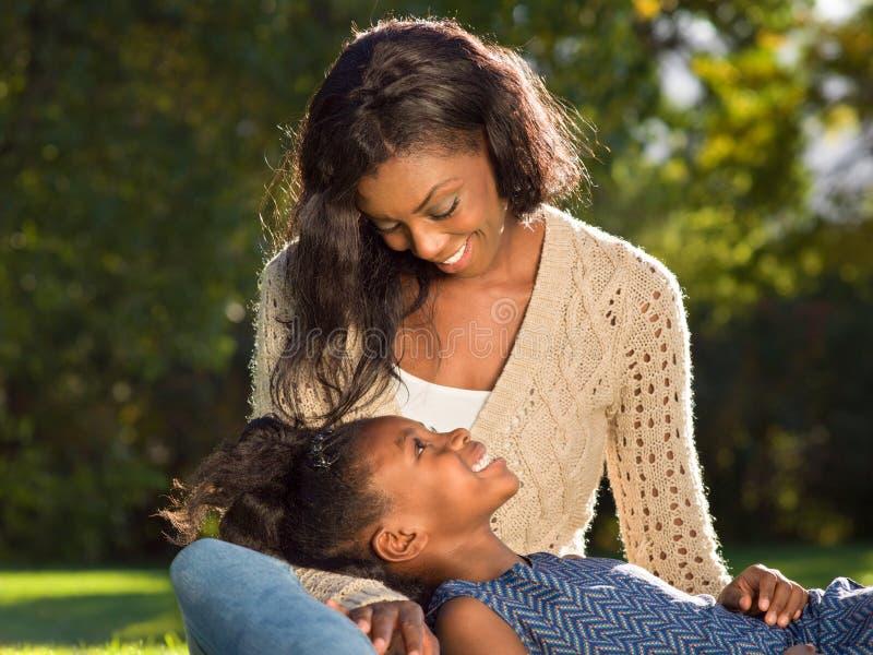 Mère et enfant américains d'Aerican photographie stock libre de droits