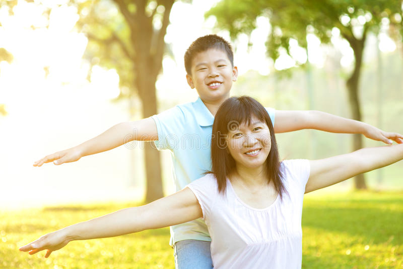 Mère et enfant asiatiques photo libre de droits