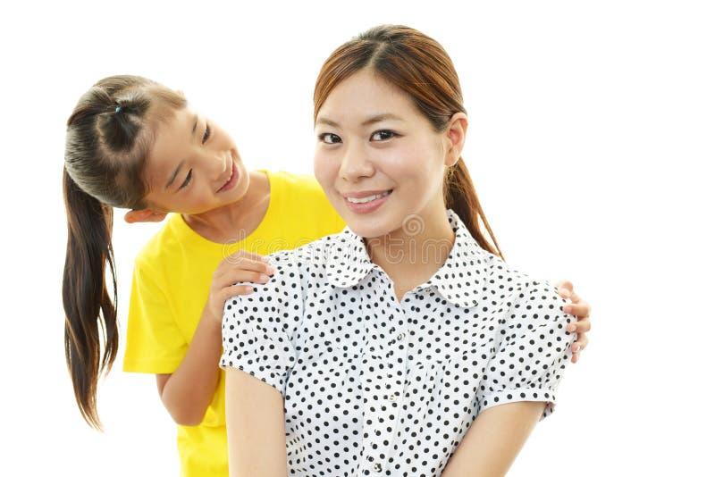 Mère et enfant de sourire images libres de droits
