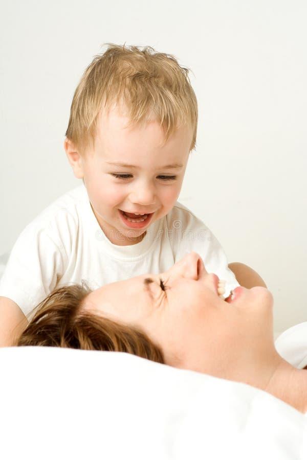 Mère et enfant en bas âge photos libres de droits