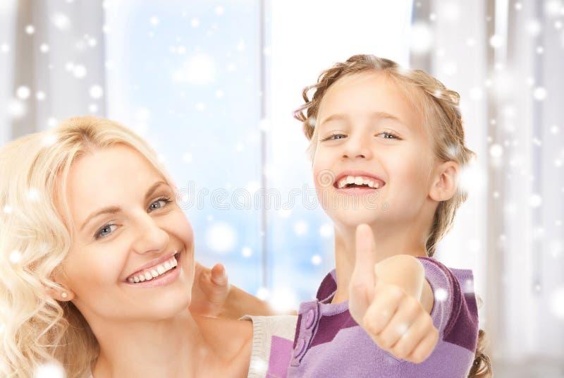 Mère et enfant heureux image stock