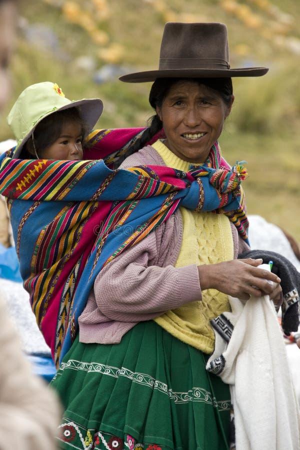 Mère et enfant péruviens - Pérou photos stock
